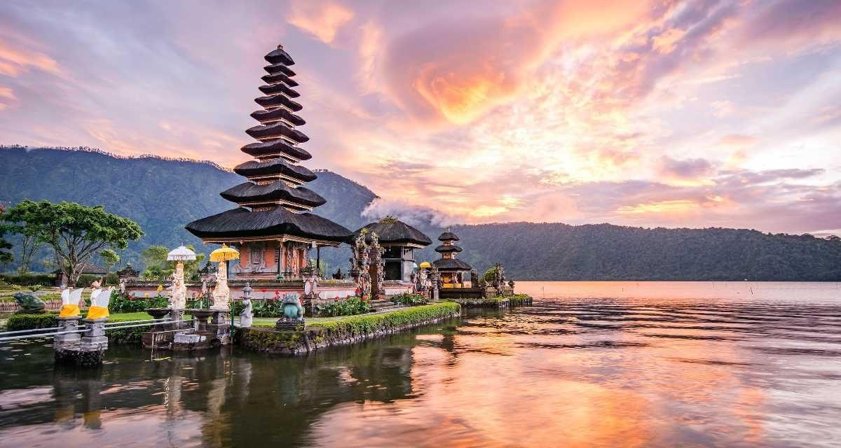 10 locuri pe care trebuie sa le vizitezi in Indonezia